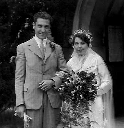 Leslie George Halward and Gwendoline Roberts on their wedding day in 1936